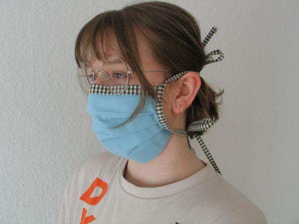 MINETI - Gesichtsmaske mit Falten, hellblau